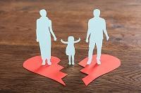 Child custody - image of family on broken heart